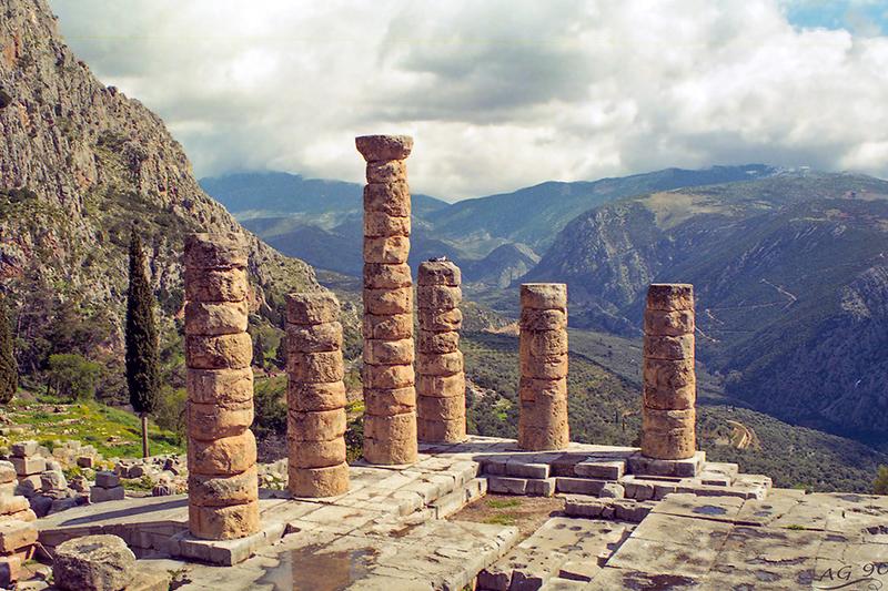 Temple-of-Apollo-in-DelphiDelphi